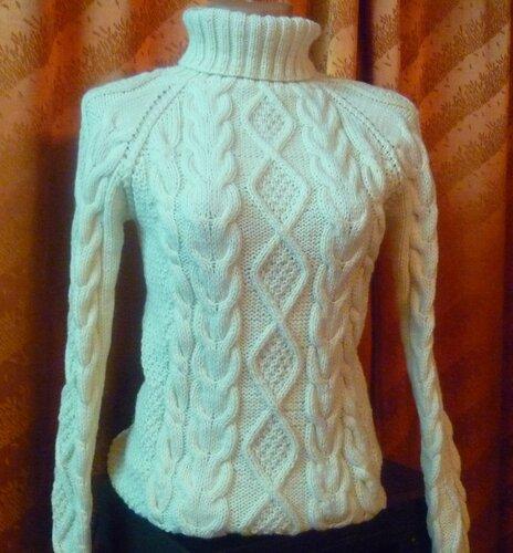Вязание на спицах белого свитера