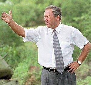 В феврале 2001 года Е. Наздратенко был снят (ушел в отставку) с должности губернатора Приморского края