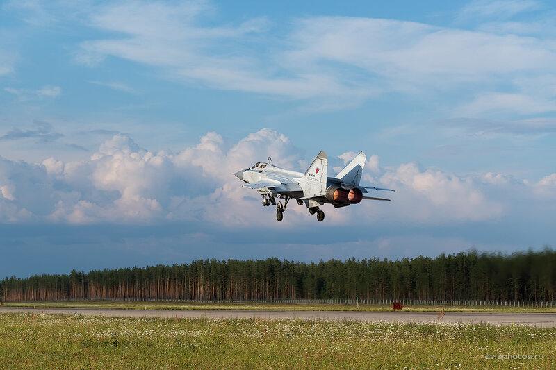 Микоян-Гуревич МиГ-31 (RF-95200 / 58 красный) D806656e