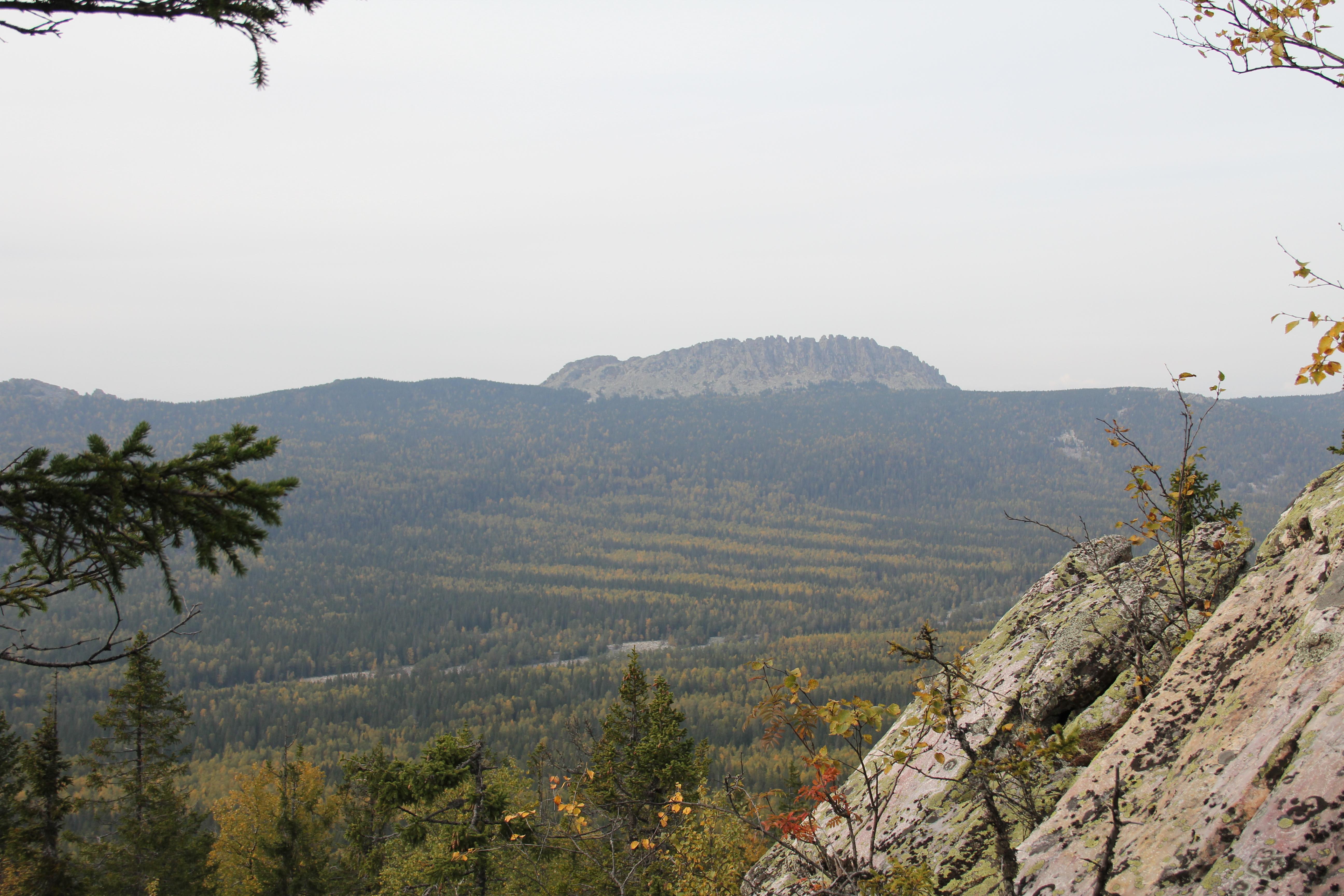 Вид наОткликной гребень соСреднего Таганая