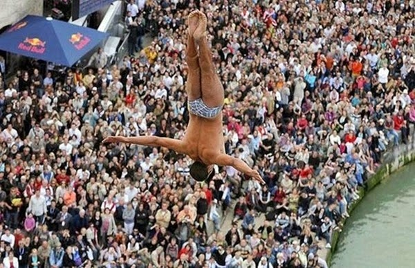 Радостные фотографии прыгающих людей и животных 0 130954 dc1f972f orig
