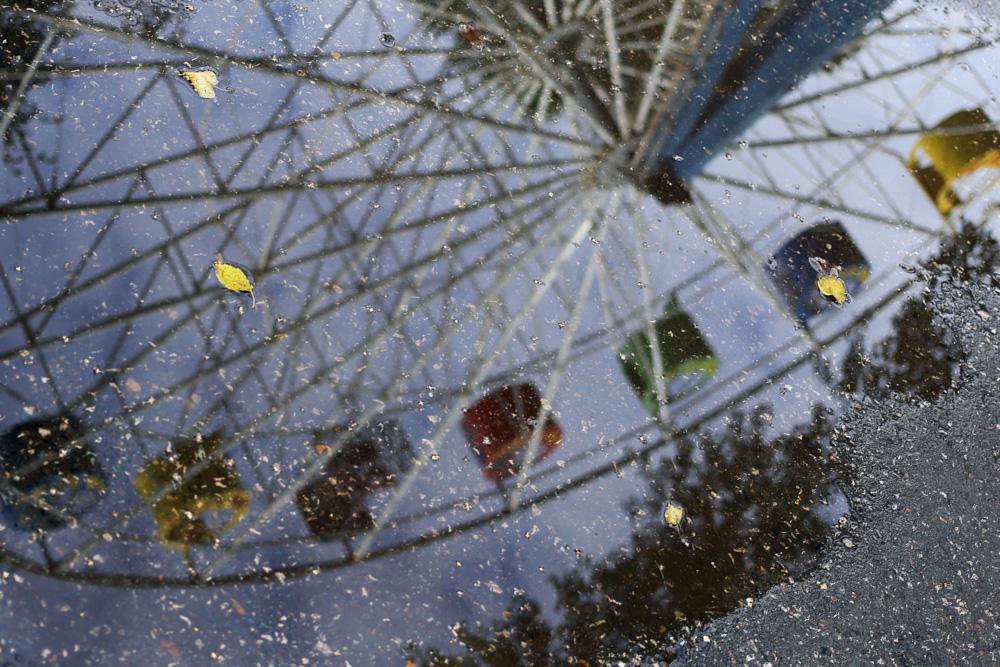 В Парке Горького в Перми прекрасный обзор открывается с пятидесятиметрового колеса обозрения. При же