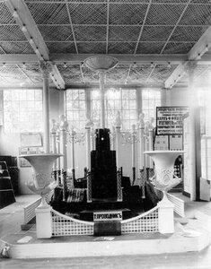 Линолеумы товарищества русско-французских заводов резиновых, гуттаперчивых и телеграфного производства под фирмой Проводник - экспонаты выставки.