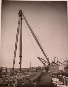 Общий вид 80 тонного крана, установленного на территории где размещались различные производственные комплексы общества.