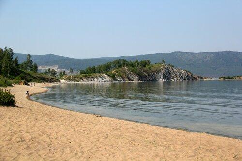 Прибайкальский город Слюдянка, пляж на озере Байкал