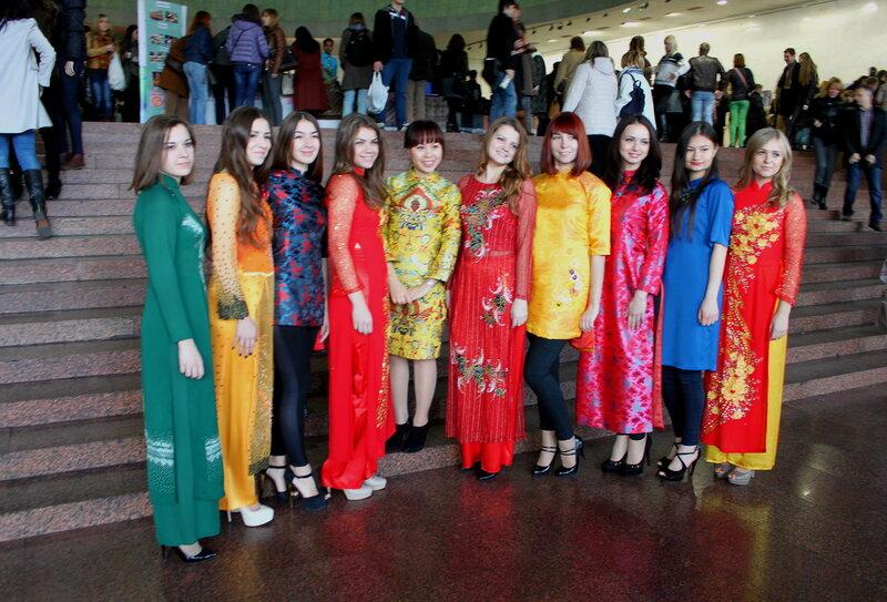 Участницы Фестиваля в национальных одеждах