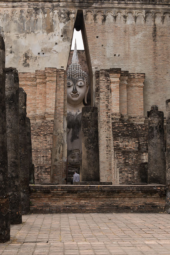 24. Будда в храме Wat Sri Chum в парке Сукотаи.