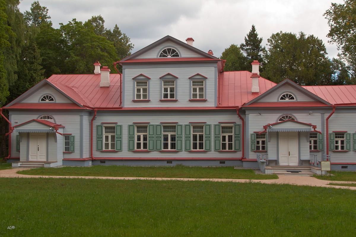 Одноэтажный усадебный дом, построенный в конце XVIII в.