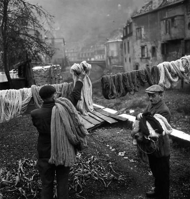 1945. Красильное дело в  Обюссоне