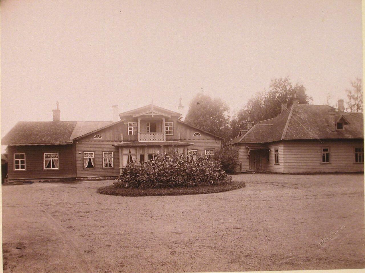 25. Вид здания фермы на территории санатория