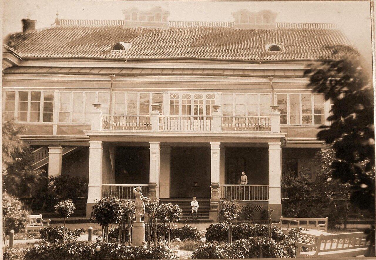 07. Вид дома губернатора со стороны двора
