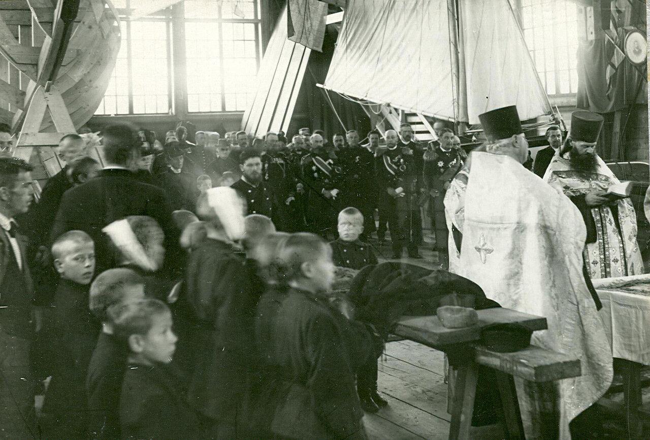 37. Молебен на заводе в день спуска военного корабля