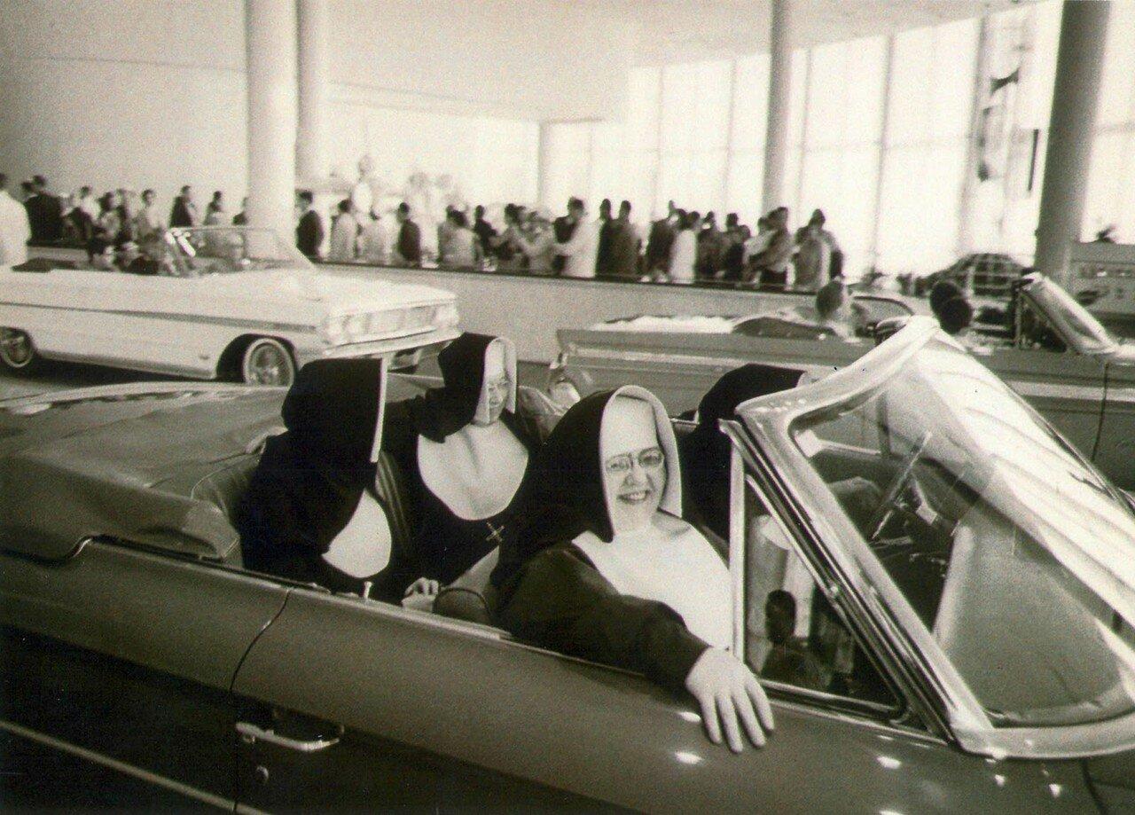 1970. Монашки на автопрогулке. Нью-Йорк