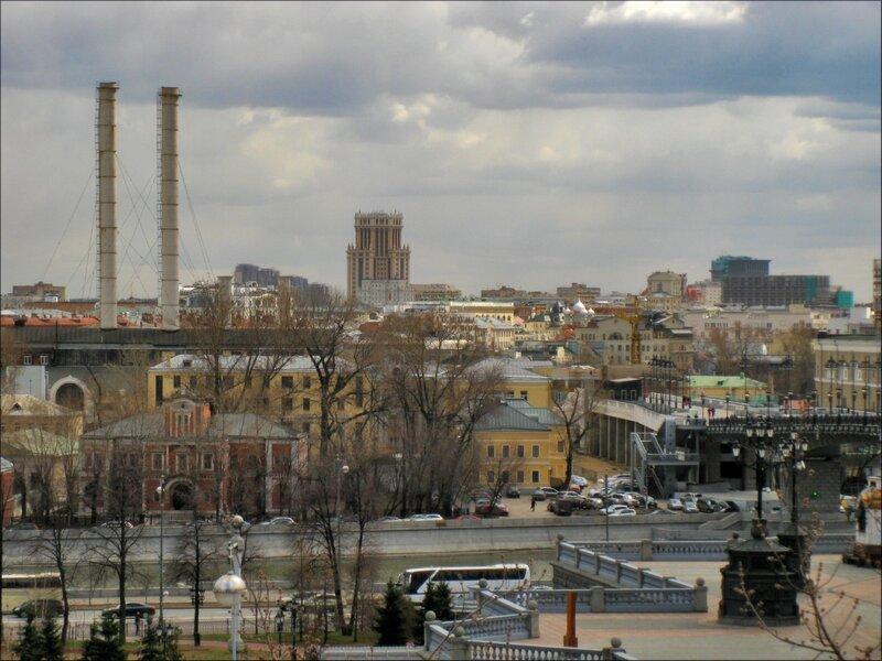 Вид через Москва-реку