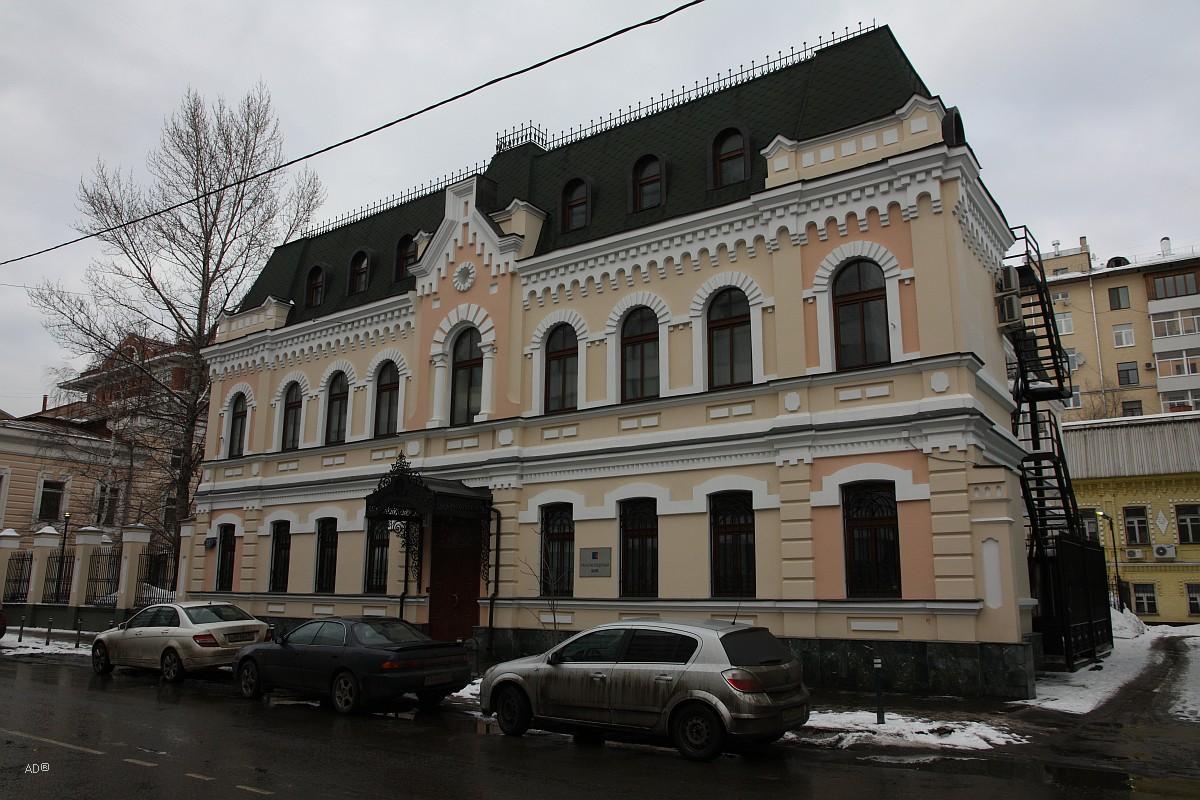 Двухэтажный дом XIX века