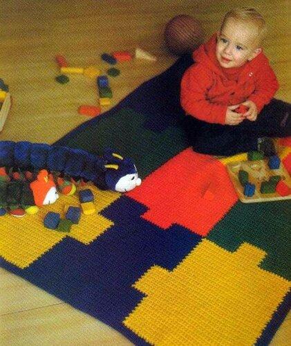 Детский разноцветный коврик-пазлы, связанный крючком
