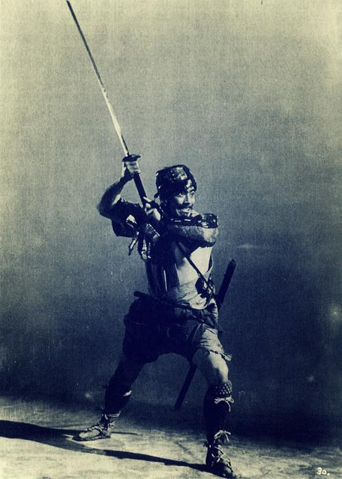 Toshirō Mifune as Kikuchiyo in Seven Samurai, aka 七人の侍 (1954).jpg