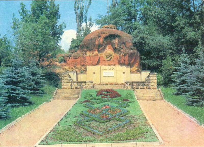 156 Барельеф В. И. Ленина на Красных камнях.jpg