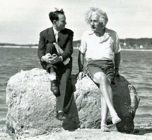 Альберт Эйнштейн на пляже, 1939 г.