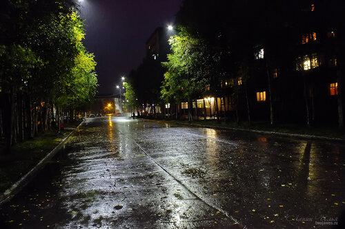 Фотография Инты №7213  Улица Горького в сторону площади Комсомольской в районе домов 2 и 3 10.09.2014_20:08