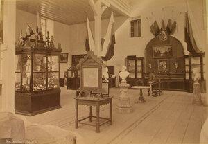 Вид части зала, где размещался кустарный отдел выставки.