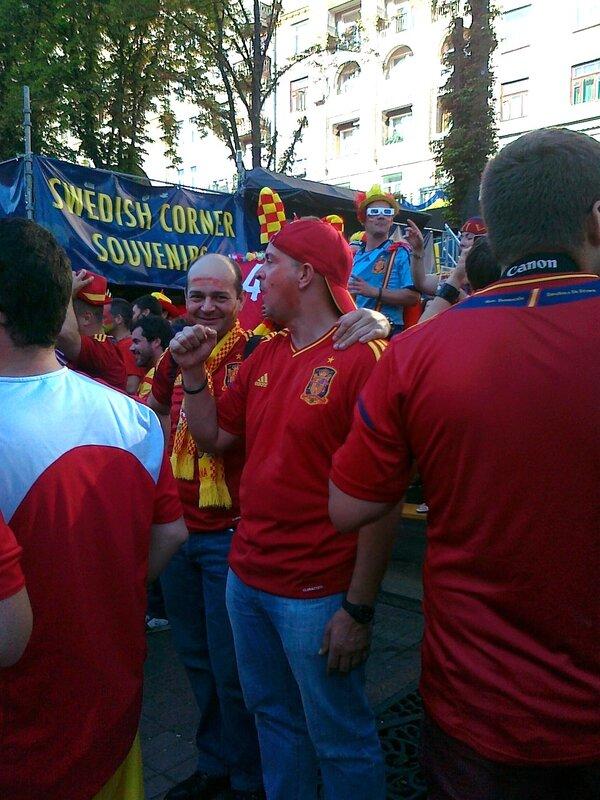 Испанские фаны на Крещатике