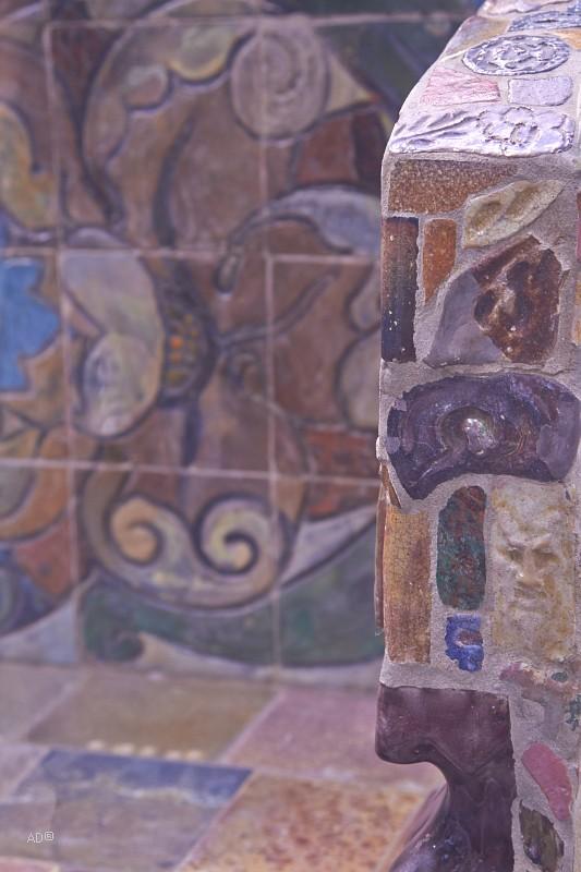 Изразцы ручной работы на скамейке Врубеля