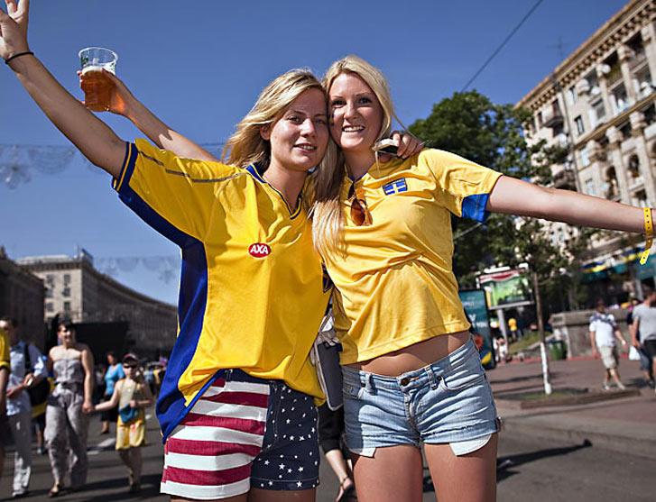 яркие и веселые фанаты на Евро-2012