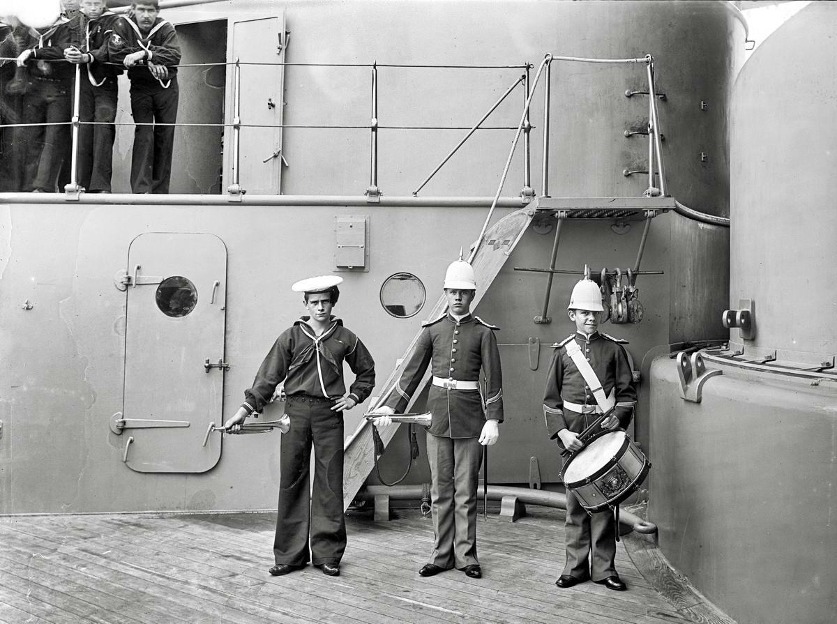 Корабли, речные суда и военные моряки на снимках американских фотографов конца 19 века (15)