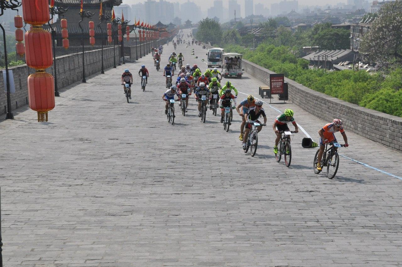 Велогонка по городской стене