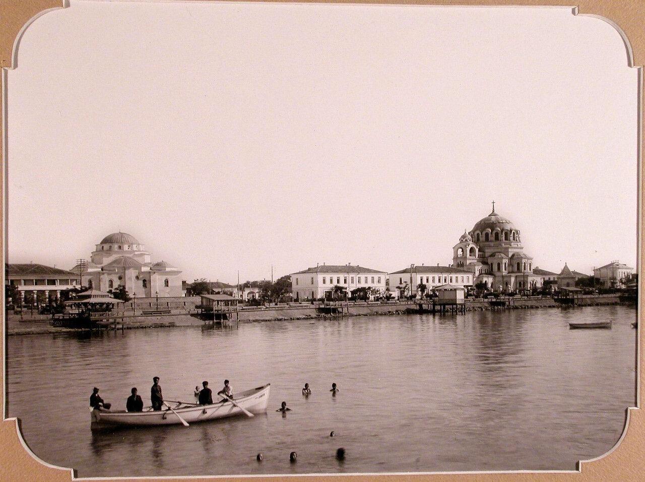 01. Вид на город с моря