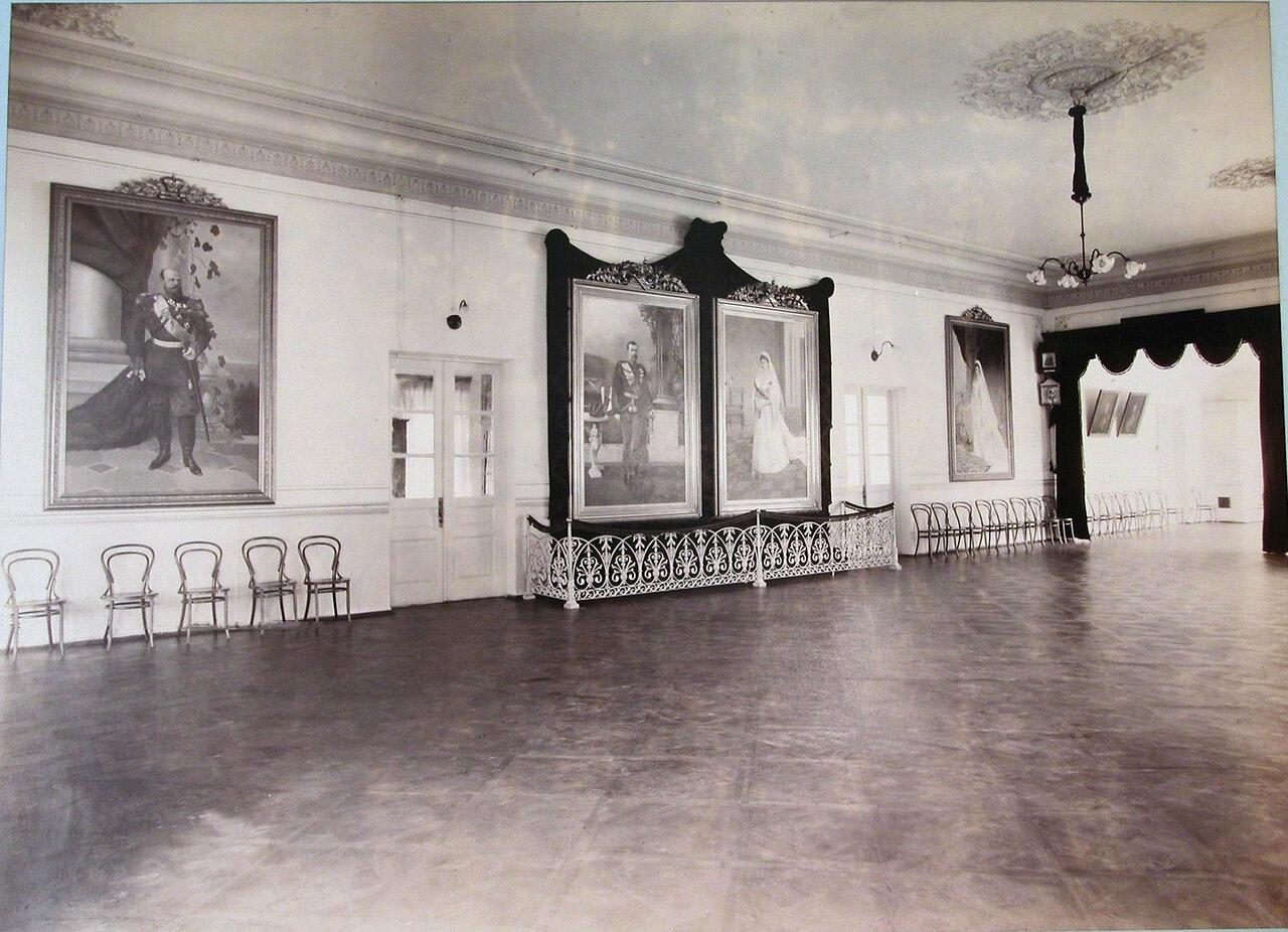 17. Вид части актового зала женской гимназии