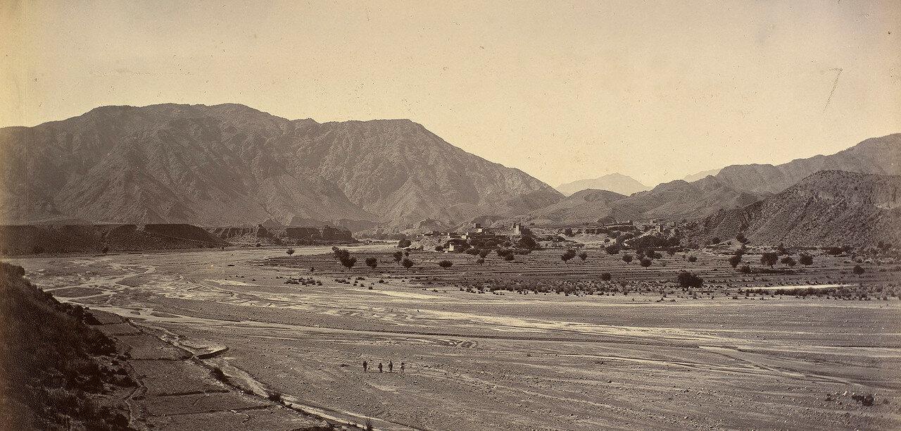 43. Селение возле крепости Джамруд
