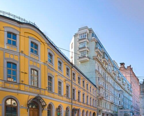 Разноцветные ступени домов