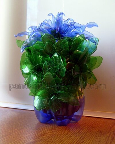 recycling plastic bottles: exotic flowers from plastic bottles