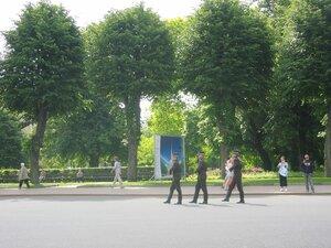 почетный карул у памятника Свободы, Рига, 2011