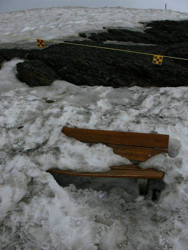 Уютная скамеечка на Шильтхорне:)