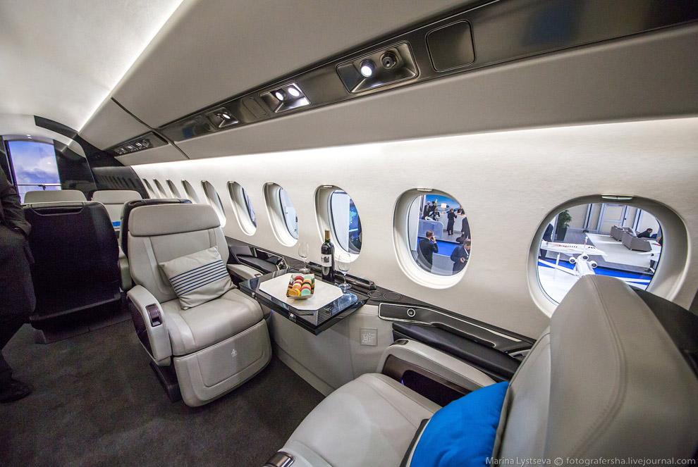 9. Dassault Aviation привезли два самолета.