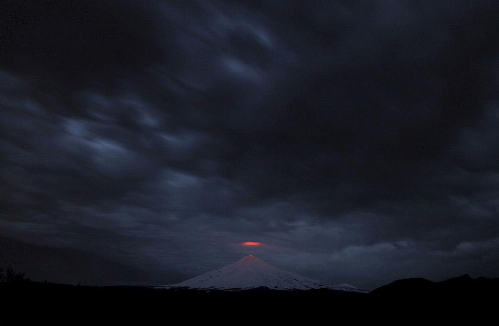 7. Вулкан, который находится возле островов архипелага Тонга , 17 января 2015. (Фото Mary Lyn F