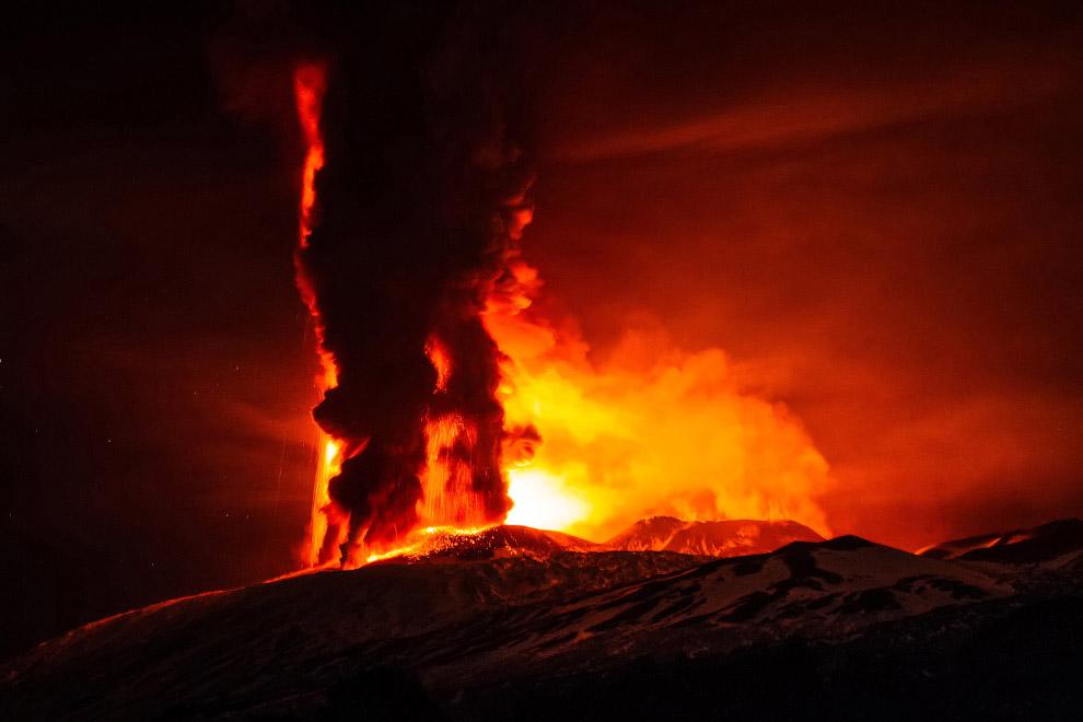 31. В настоящее время вулкан на 21,6 м ниже, чем был в 1865 году. Этна — самая высокая гора Ита