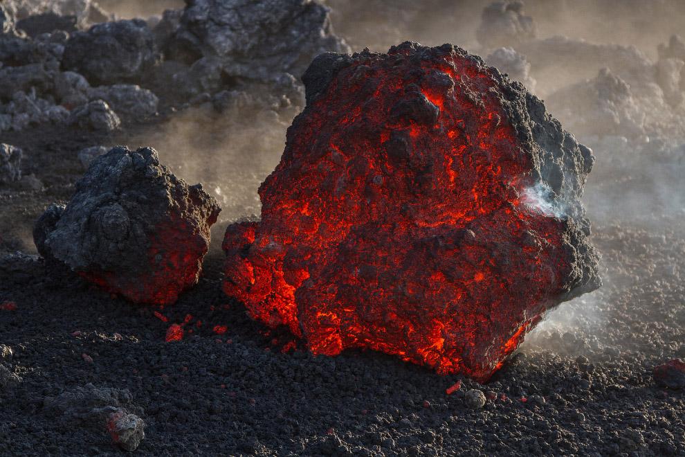 32. Примерно раз в 150 лет извержение разрушает какой-либо посёлок. Но это не останавливает сиц