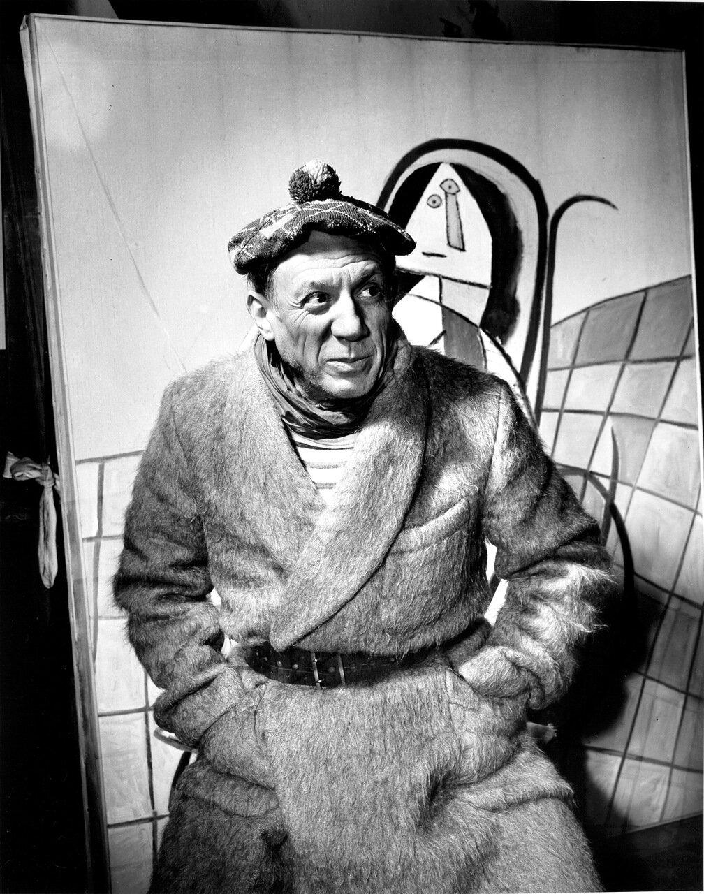 Picasso In Paris Studio, 1944 .