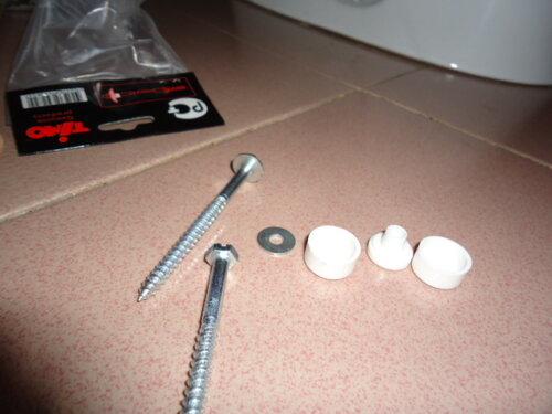 К штатному комплекту для крепежа унитаза к полу стоило бы добавить шайбы
