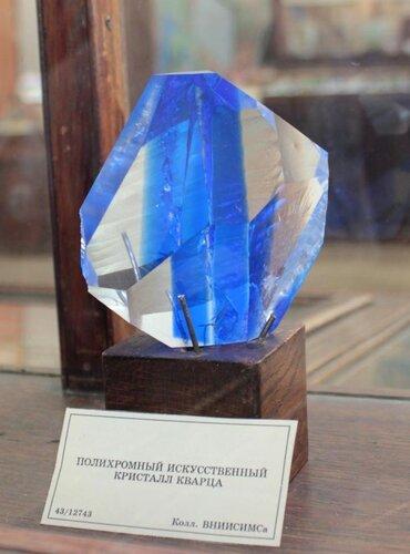 Полихромный искусственный кристалл кварца
