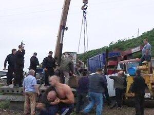 Во Владивостоке люди за клочок земли готовы покалечить друг друга
