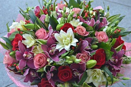 Большой и красивый букет цветов