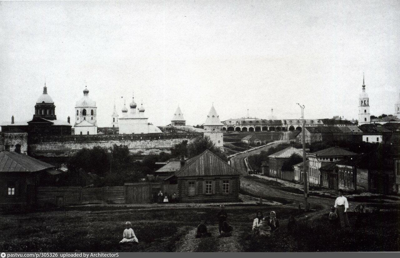 Вид на Кремль от реки Монастырки и Спасской стороны