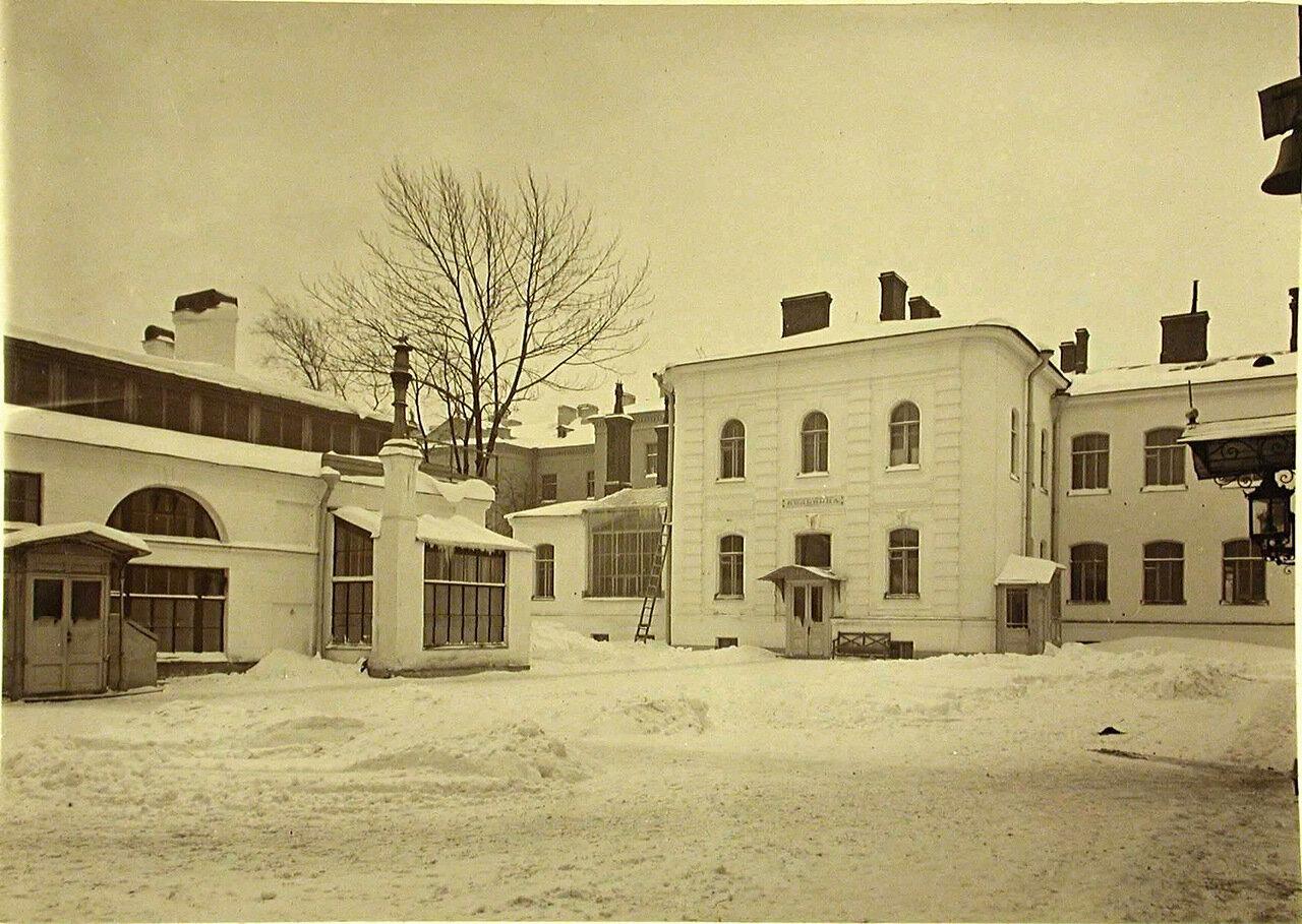03. Общий вид здания больницы и лечебницы общины