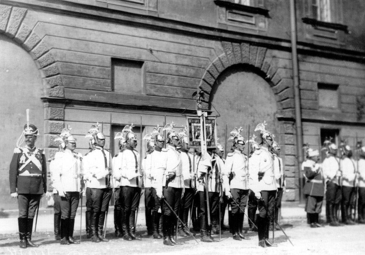 17. Почетный караул гвардейских частей на освящении храма