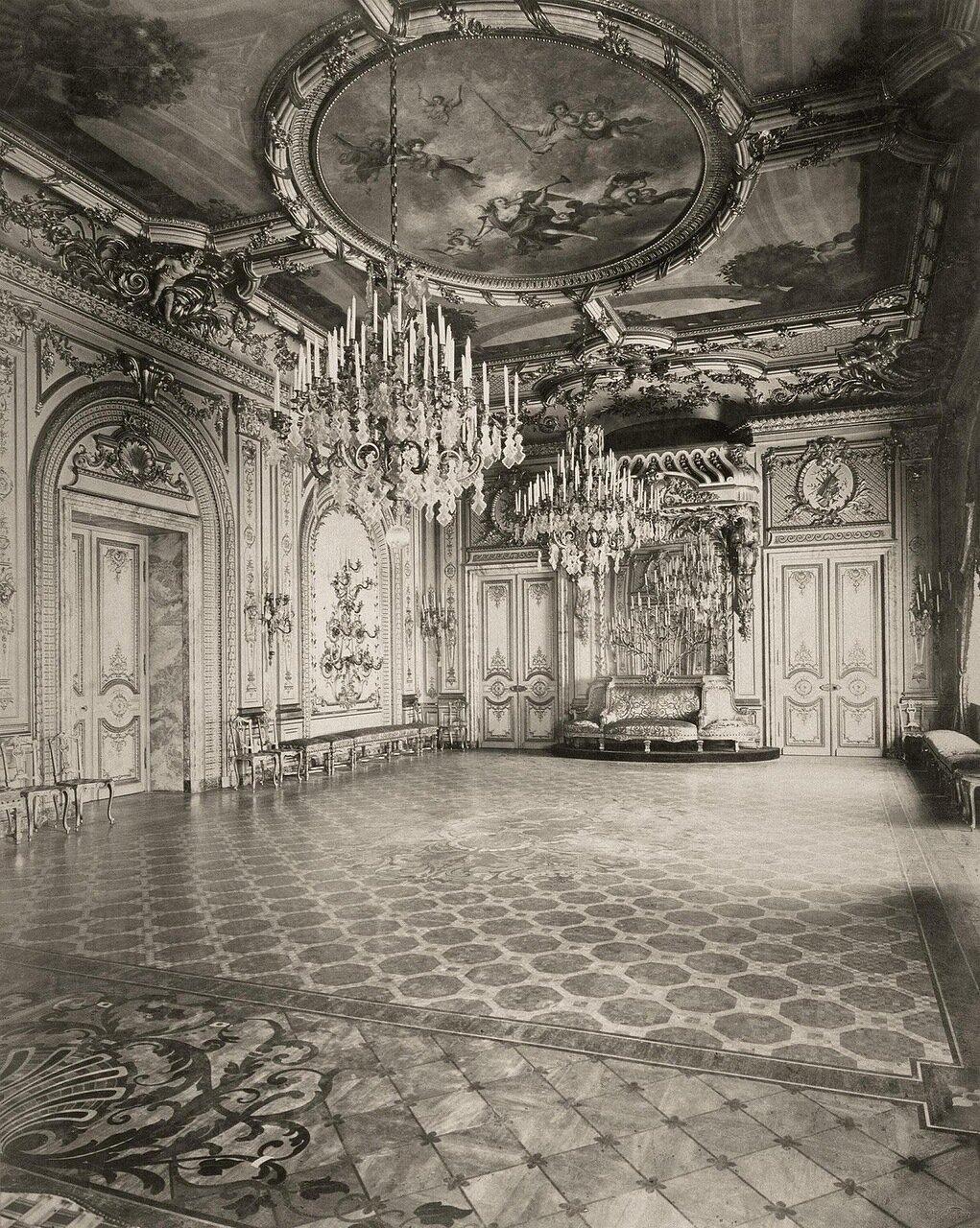 Белый зал в доме А.А. Половцова на Большой Морской улице